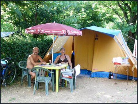 Location emplacement au camping du pont dans l'Hérault